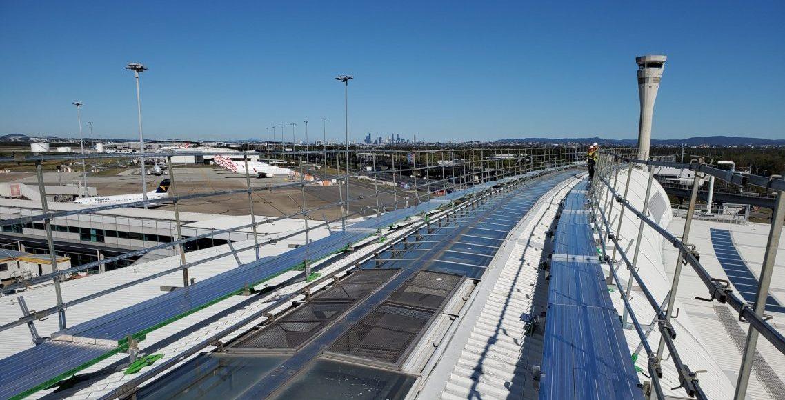 brisbane airport roof under construction